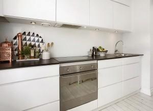 Черно-белые цвета в кухонном интерьере