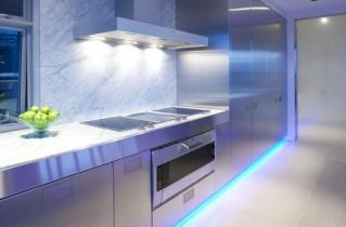 Светодиодная подсветка на кухне под шкафами: стильное решение за приемлемую цену