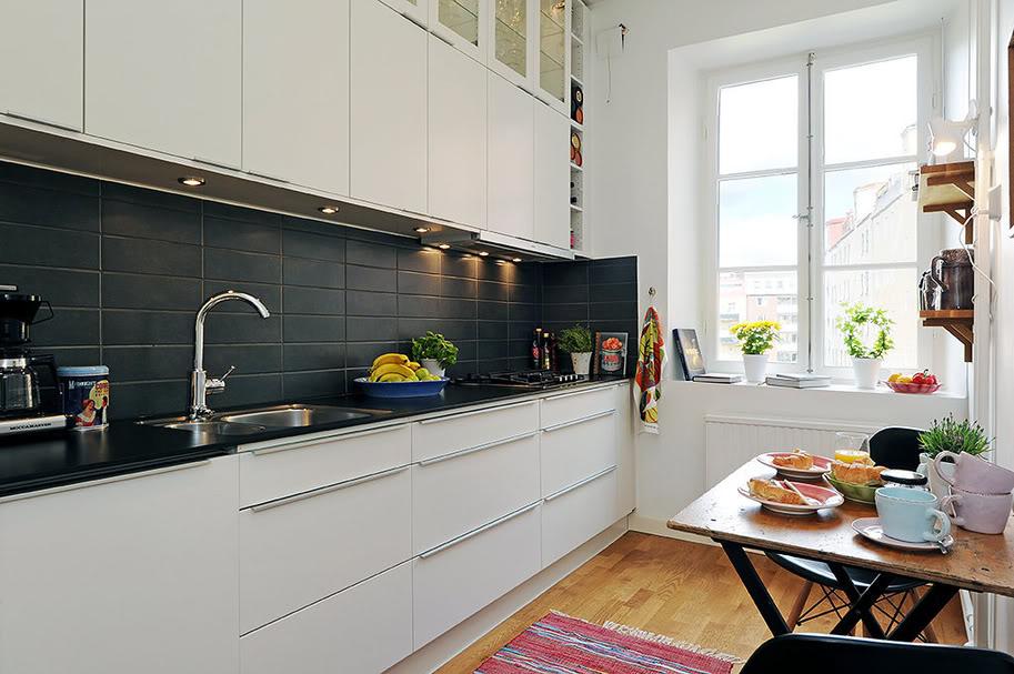 Дизайн кухни с черным фартуком