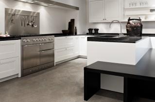 Белая кухня с черной столешницей — фото вариантов дизайна