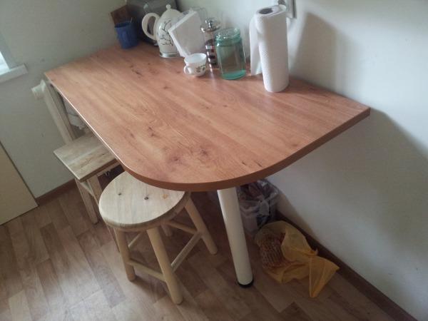 Небольшой столик своими руками