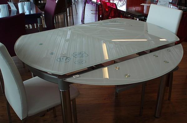 3.Стеклянный стол трансформер для кухни. . Столы данного типа практически ни чем не отличаются от прямоугольных и