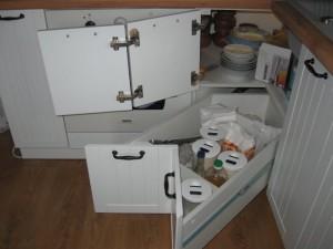 Угловые шкафы с ящиками
