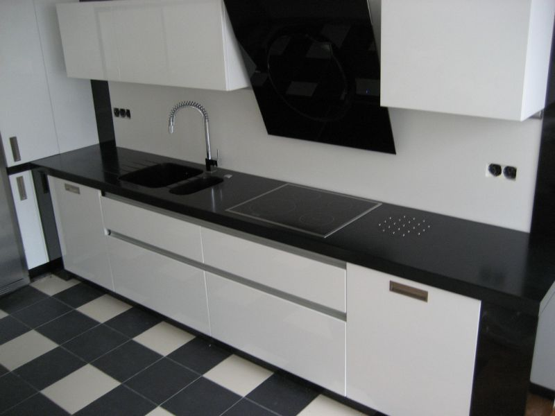 Кухни с черной столешницей фото