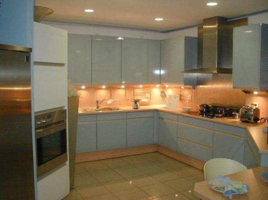 Подсветка потолка на кухне фото