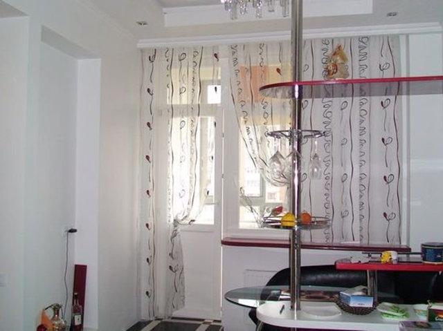 Дизайн окна кухни с одной шторой