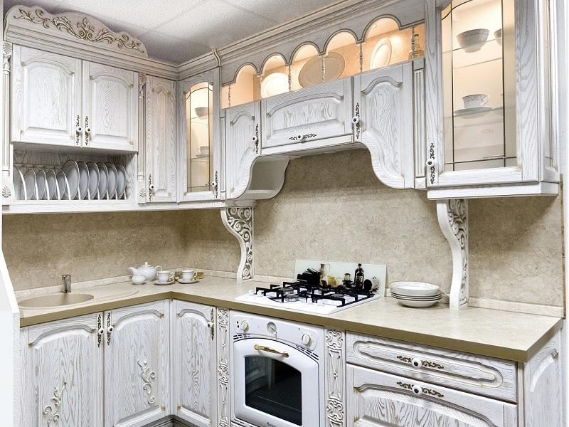 Кухня белая с патиной фото