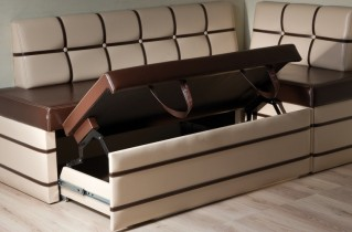 В каких ситуациях нужен кухонный уголок со спальным местом?