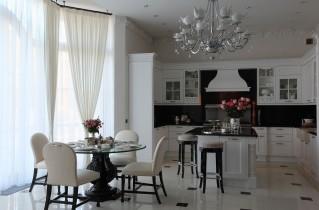 Дизайнерские решения для интерьера кухни в загородном доме
