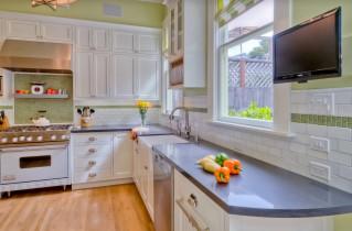 Как подобрать телевизор на кухню