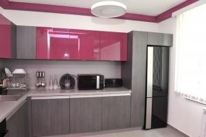 Цветовое сочетание серой кухни