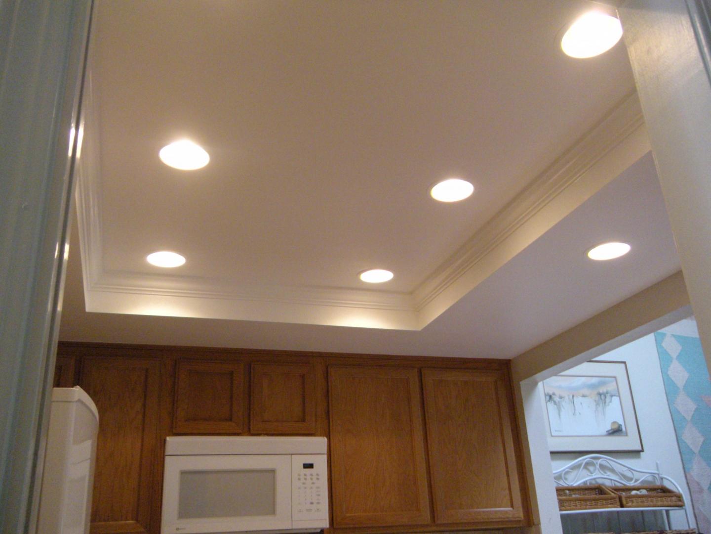 фото потолок из гипсокартона на кухне