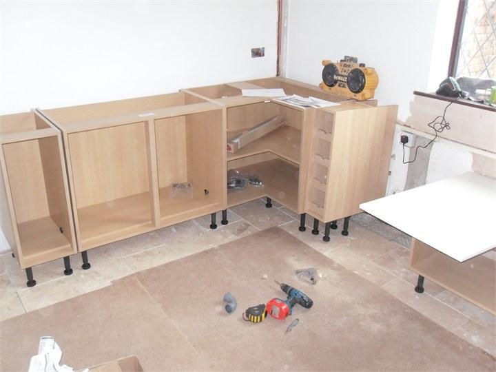 Монтаж угловой кухни своими руками