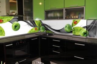 Стеклянные панели для кухни — советы дизайнеров