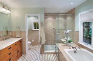 Как оформить просторную ванную комнату?