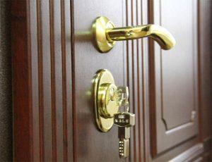 kachestvennye-i-nedorogie-metallicheskie-vhodnye-dveri-najdete-v-rajder