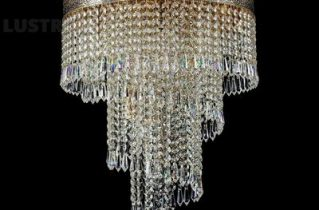 Хрустальная каскадная люстра — популярное решение для высоких потолков частного дома