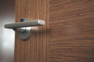 Выбираем дверную фурнитуру: на что стоит обратить внимание?