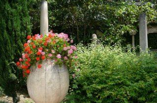 Кам'яний гість в саду, або все з каменю