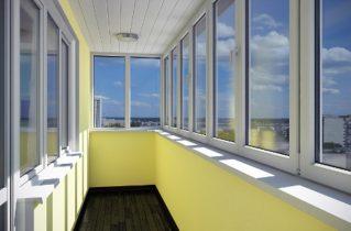 Актуальная стоимость остекления балкона: формирующие факторы