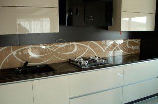 Колір і малюнок скіналі для кухні