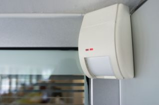 Як вибрати датчик руху для приватного будинку
