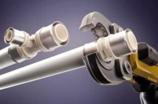 Які труби кращі — пластикові чи металеві